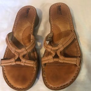 Born heeled leather sandals size 8M Preowned